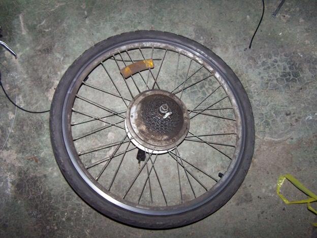 La roue arrière, avant nettoyage